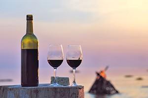 Weinprobe zur blauen Stunde