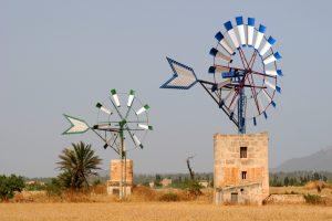 Sehenswürdigkeit Mallorcas: historische Windräder