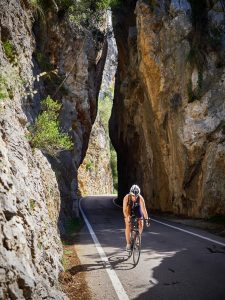 Rennradfahrer auf dem Fahrrad nach Sa Calobra